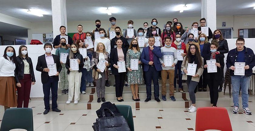 """Доделени дипломи и признанија на учениците од СОУ """"Коста Сусинов"""" – Радовиш за нивните достигнувања во претходната учебна година"""